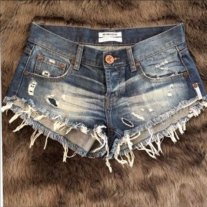 One X One Teaspoon size 25 frayed jean shorts